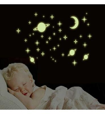 fabricado en vinilo precortado reutilizable con la temática estrellas y luna sonriente fluor.