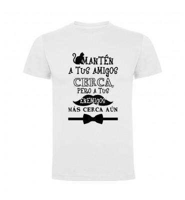 Camisetas con frases motivadoras fabricadas en 100% algodón de serie limitada con la frase Mantén a tus amigos cerca